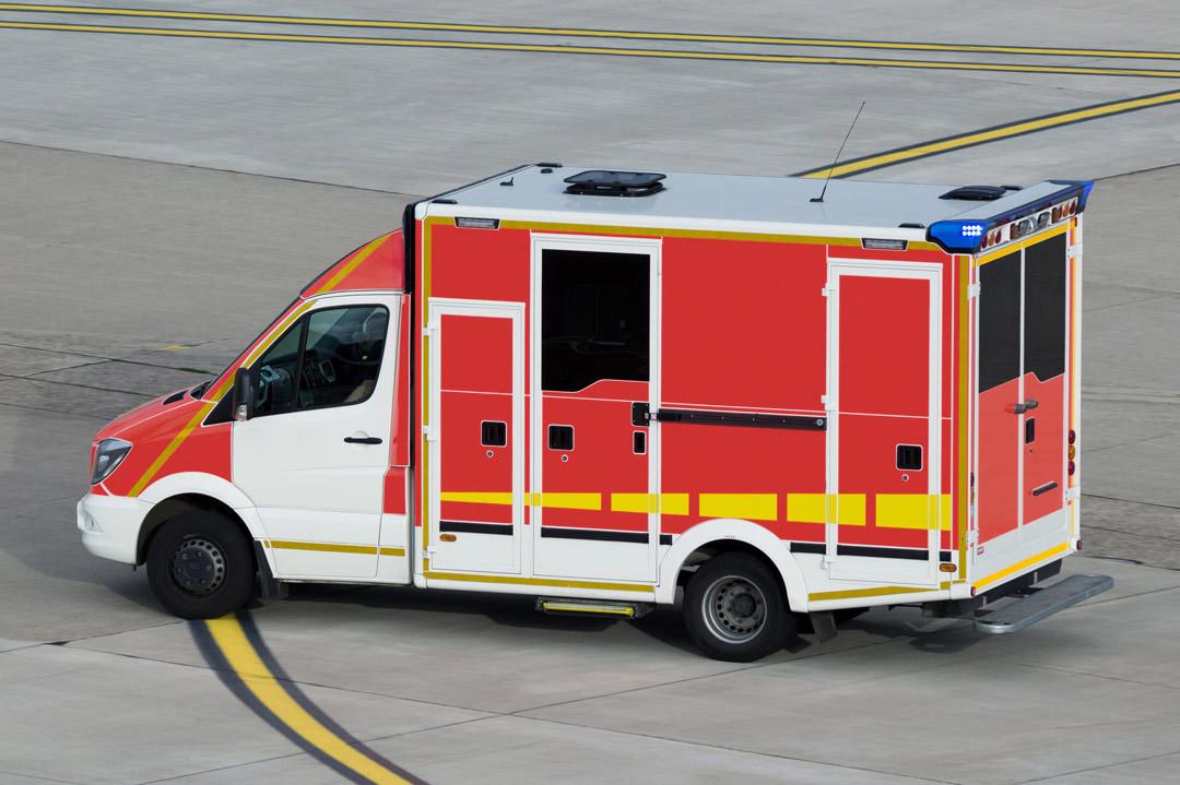 Krankenwagen am Flughafen