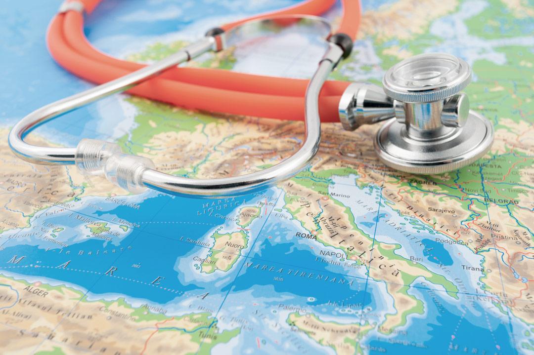 Weltkarte mit Stethoskop