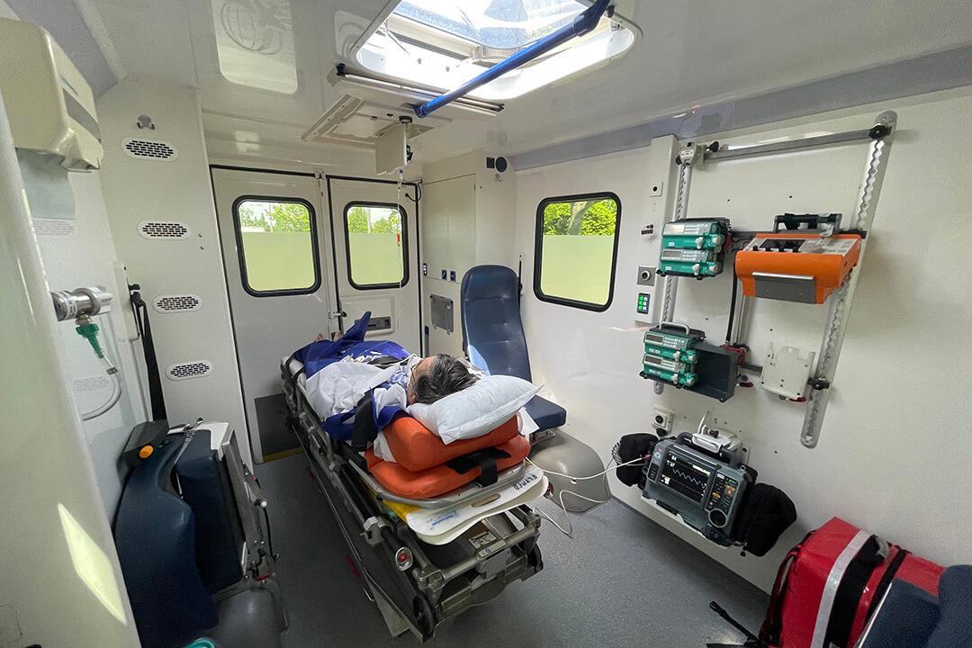 Innenraum eines Krankenwagens