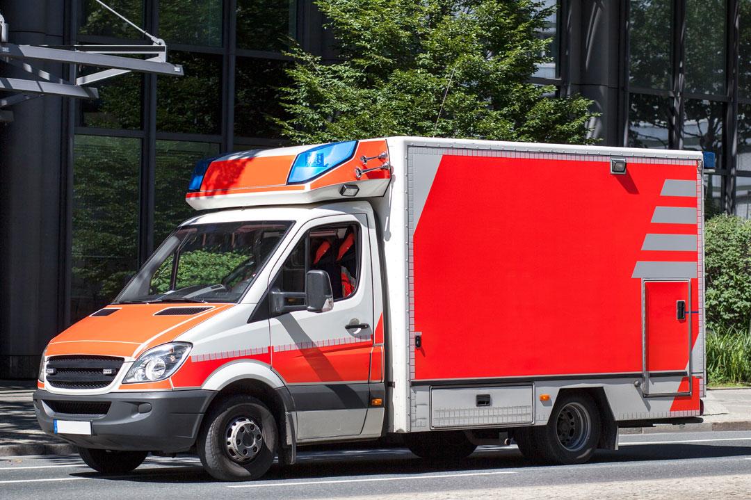 Was ist vor einem Rücktransport im Krankenwagen zu bedenken?