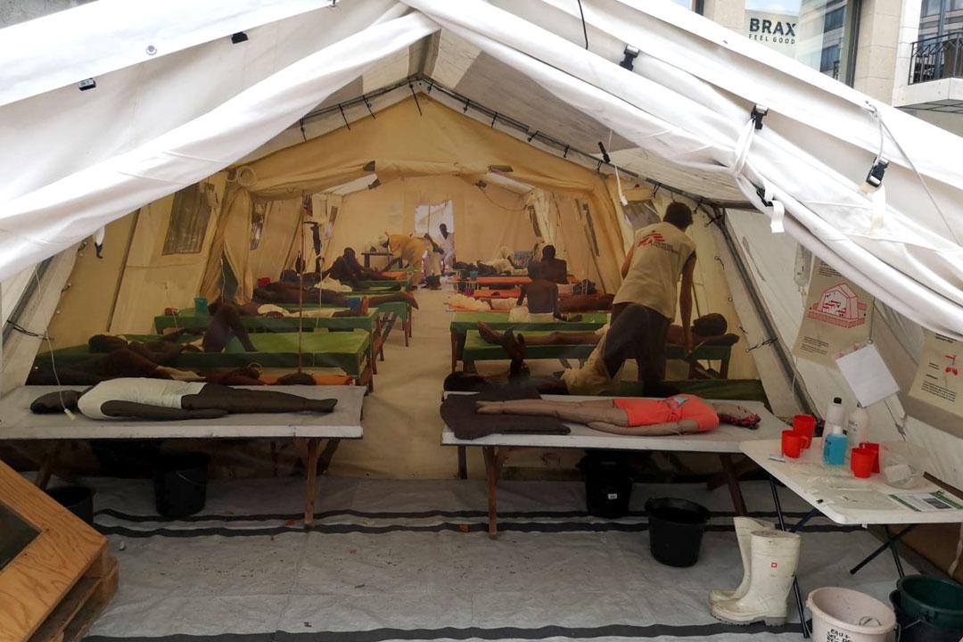 Ausstellung von einem Zelt der Ärzte ohne Grenzen