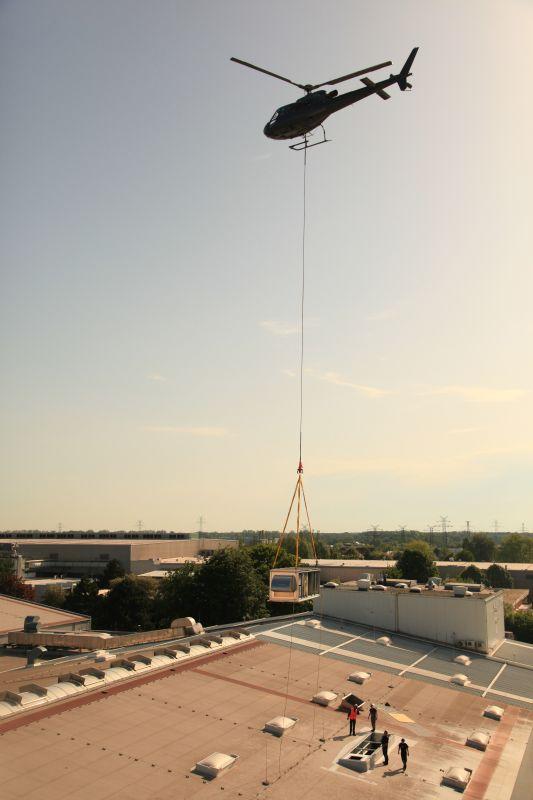 Montageflug im Lastenhelikopter