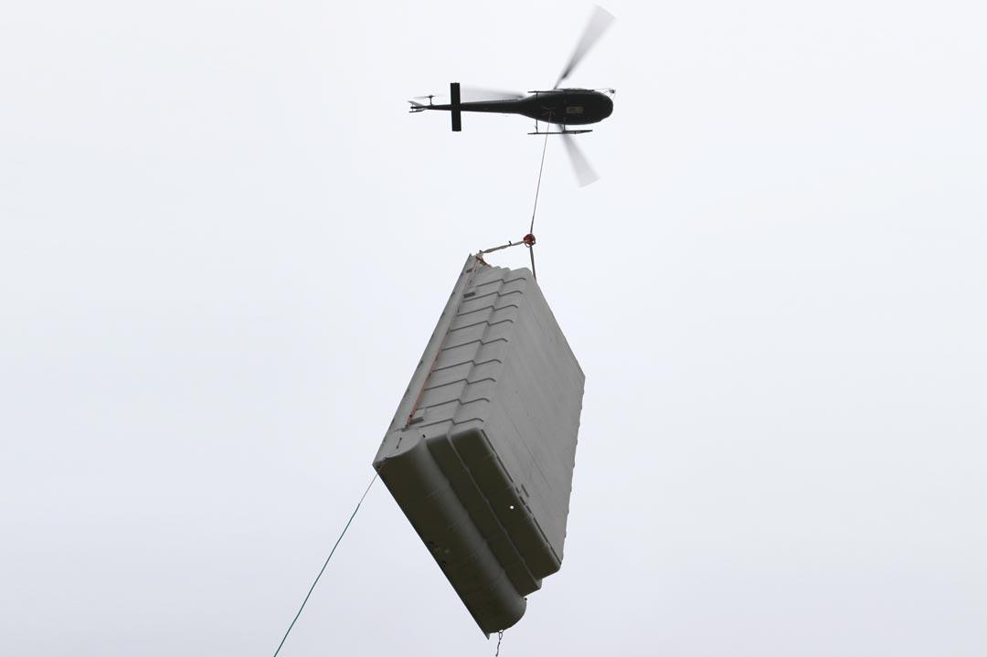 Lastenhelikopter mit Swimming-Pool