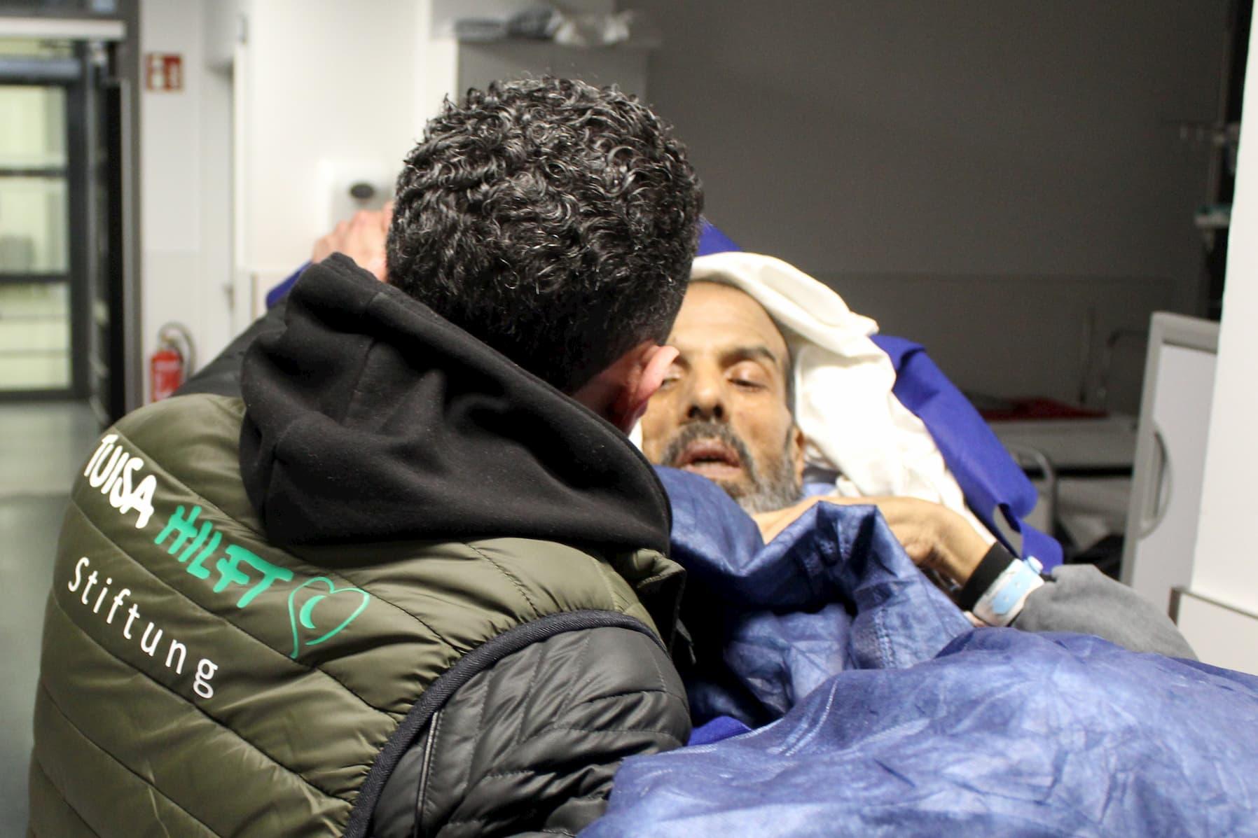 Abderrahim Kharkhour auf dem Weg ins Krankenhaus