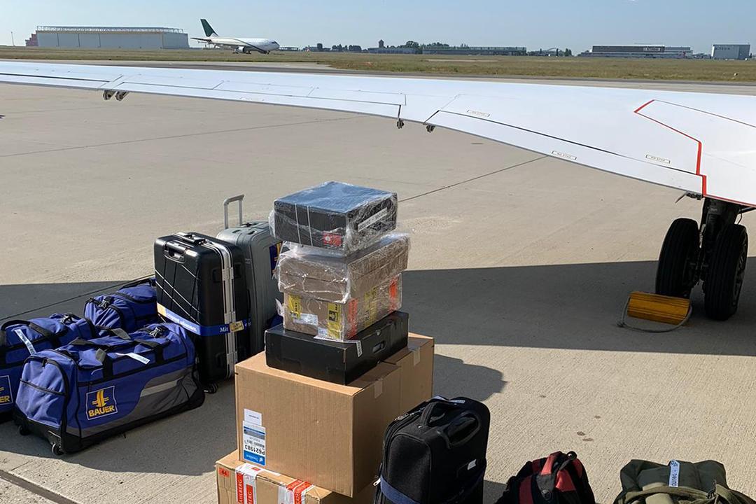 Gepäck und Bauteile