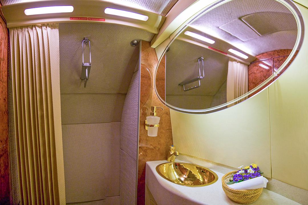 Badezimmer in einem VIP-Privatjet