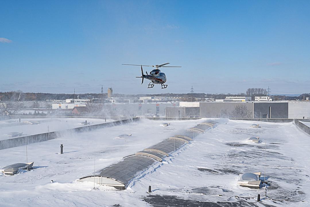 Schneeräumung mit dem Helikopter