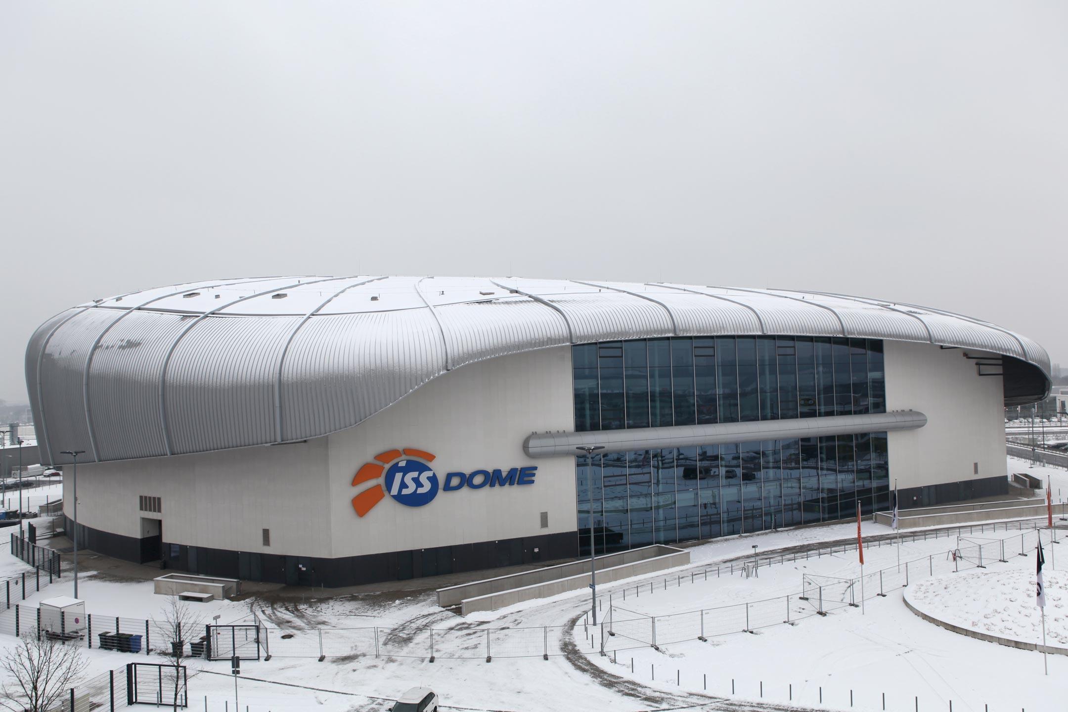 Schneeräumung auf dem ISS Dome