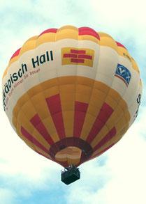 Ballon mit Schwäbisch Hall Branding