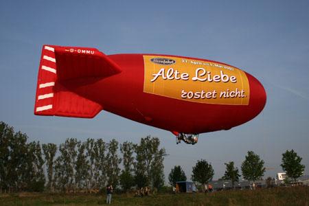 Luftschiff, rot, alte Liebe rostet nicht