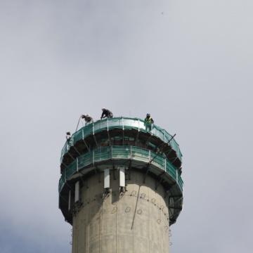 Betonarbeiten am Schornstein: Lastenflug in Wuppertal