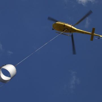 Lastenhelikopter über Sachsen